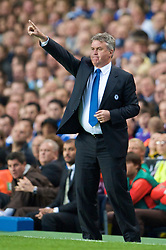 LONDON, ENGLAND - Wednesday, May 6, 2009: Chelsea's manager Guus Hiddink during the UEFA Champions League Semi-Final 2nd Leg match against Barcelona at Stamford Bridge. (Photo by David Rawcliffe/Propaganda)