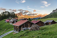 Das Maiens&auml;ss Ratitsch oberhalb Salouf mit dem Piz Mitgel und Piz d'Err, Parc Ela, Graub&uuml;nden, Schweiz<br /> <br /> Alpine huts at Ratitsch above Salouf, Parc Ela, Grisons, Switzerland