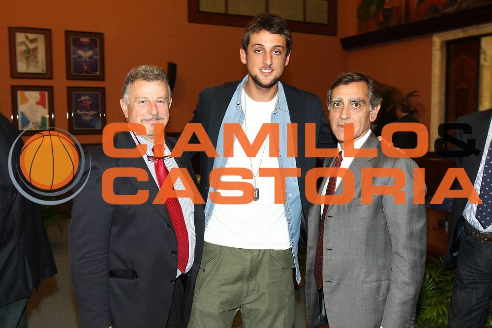 DESCRIZIONE : Roma Salone di Onore del Coni Conferenza stampa Marco Belinelli e Francesco Cuzzolin<br /> GIOCATORE : Claudio Silvestri Marco Belinelli Claudio Toti<br /> SQUADRA : Italia Nazionale Italiana<br /> EVENTO : Conferenza stampa Marco Belinelli e Francesco Cuzzolin<br /> GARA :&nbsp;<br /> DATA : 12/05/2010<br /> CATEGORIA : ritratto&nbsp;<br /> SPORT : Pallacanestro<br /> AUTORE : Agenzia Ciamillo-Castoria/GiulioCiamillo<br /> Galleria : Fip Nazionali 2009<br /> Fotonotizia :&nbsp;Roma Salone di Onore del Coni Conferenza stampa Marco Belinelli e Francesco Cuzzolin<br /> Predefinita :