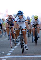 29-08-2005 WIELRENNEN: HOLLAND LADIES TOUR 2005: SCHEVENINGEN<br /> SCHLEICHER, Regina wint de eerste etappe<br /> &copy;2005-WWW.FOTOHOOGENDOORN.NL