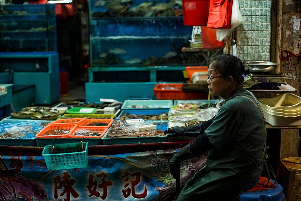 Hong Kong | 04.05.2017: Hong Kong <br /> <br /> hier:  Fischh&auml;ndler in North Point in der Chung Yeung Street<br />  <br /> Sascha Rheker<br /> 20170504<br /> <br /> [Inhaltsveraendernde Manipulation des Fotos nur nach ausdruecklicher Genehmigung des Fotografen. Vereinbarungen ueber Abtretung von Persoenlichkeitsrechten/Model Release der abgebildeten Person/Personen liegt/liegen nicht vor.]