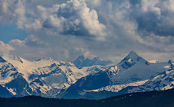 THEMENBILD - Bergpanorama mit dem Kitzsteinhorn, dem Klein- und Grossglockner, aufgenommen am Geierkogel, Viehhofen, ÖSterreich am 04. Juni 2015 // Mountainview of the Kitzsteinhorn Glacier, the Grossglockner and surrounding the Mountains, Geierkogel, Viehhofen, Austria on 2015/06/04. EXPA Pictures © 2015, PhotoCredit: EXPA/ JFK
