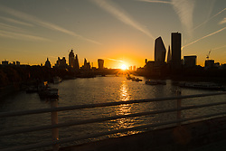 © Licensed to London News Pictures. 24/09/2018. London, UK. Sunrise on the River Thames behind Canary Wharf during cold but sunny weather this morning.  Photo credit: Vickie Flores/LNP