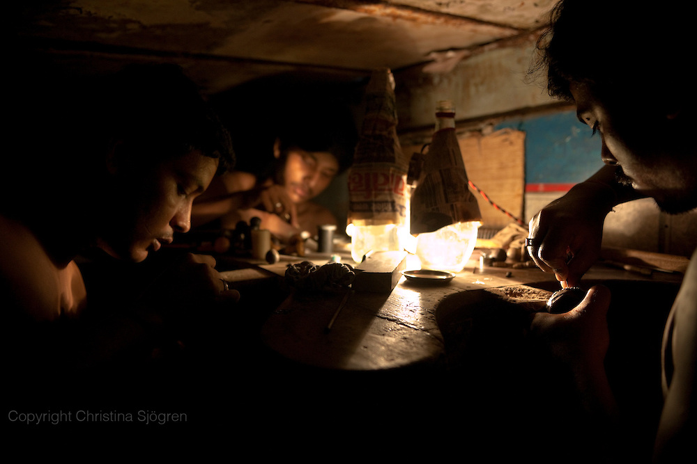 18 hours of work per day in one of the workshops for the Indian diamond industry. The low light makes the diamonds more visible.