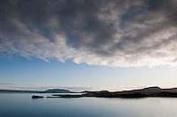 Horft yfir Hestvík og Klumbu við Þingavallavatn. Miðfell í baksýn. Looking over Hestvik and Klumba by Lake Thingvallavatn. Mount Midfell in background.