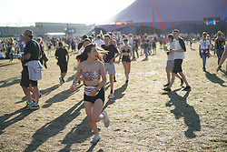Fans running to see Drake on the Main Stage in a surprise performance at the 2017 Reading Festival. Photo date: Sunday, August 27, 2017. Photo credit should read: Richard Gray/EMPICS Entertainment