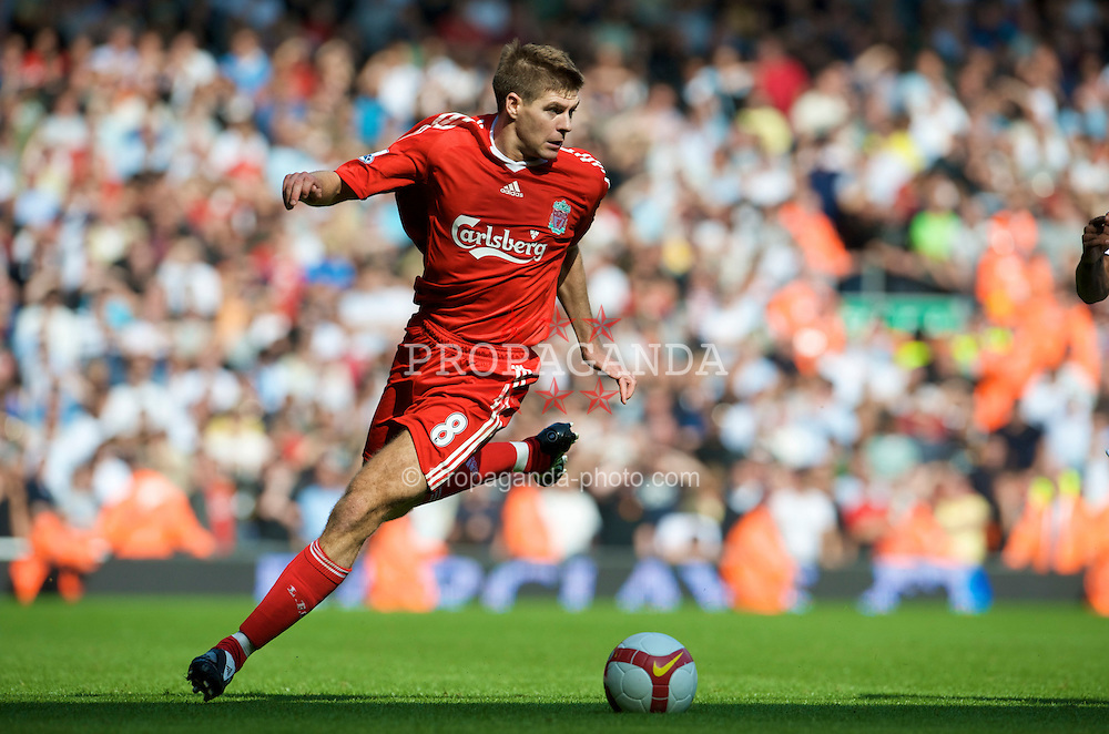 LIVERPOOL, ENGLAND - Saturday, September 13, 2008: Liverpool's captain Steven Gerrard MBE in action against Manchester United during the Premiership match at Anfield. (Photo by David Rawcliffe/Propaganda)