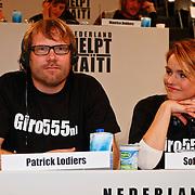 NLD/Hilversum/20100121 - Benefietactie voor het door een aardbeving getroffen Haiti, Patrick Lodiers en Sofie van den Enk