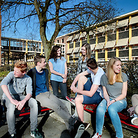 Nederland, Heerlen , 10 april 2015.<br /> Leerlingen van 4 atheneum aan de Bernardinuscollege in Heerlen tijdens de pauze. <br /> Foto:Jean-Pierre Jans
