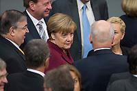 06 NOV 2015, BERLIN/GERMANY:<br /> Angela Merkel (M), CDU, Bundeskanzlerin, vor einer Abstimmung zum Abstimmungsverfahren, Bundestagsdebatte zur Regelung der Sterbebegleitung; Plenum, Deutscher Bundestag<br /> IMAGE: 20151106-01-011<br /> KEYWORDS: Sterbehilfe, Debatte
