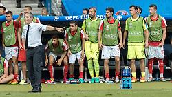 23.06.2016, Stade de France, St. Denis, FRA, UEFA Euro 2016, Island vs Oesterreich, Gruppe F, im Bild Markus Suttner (AUT), Coach Marcel Koller (AUT), Martin Harnik (AUT), Zlatko Junuzovic (AUT), Ramazan Oezcan (AUT), Gyoergy Garics (AUT), Heinz Lindner (AUT), Kevin Wimmer (AUT) // Markus Suttner (AUT) Coach Marcel Koller (AUT) Martin Harnik (AUT) Zlatko Junuzovic (AUT) Ramazan Oezcan (AUT) Gyoergy Garics (AUT) Heinz Lindner (AUT) Kevin Wimmer (AUT) during Group F match between Iceland and Austria of the UEFA EURO 2016 France at the Stade de France in St. Denis, France on 2016/06/23. EXPA Pictures © 2016, PhotoCredit: EXPA/ JFK