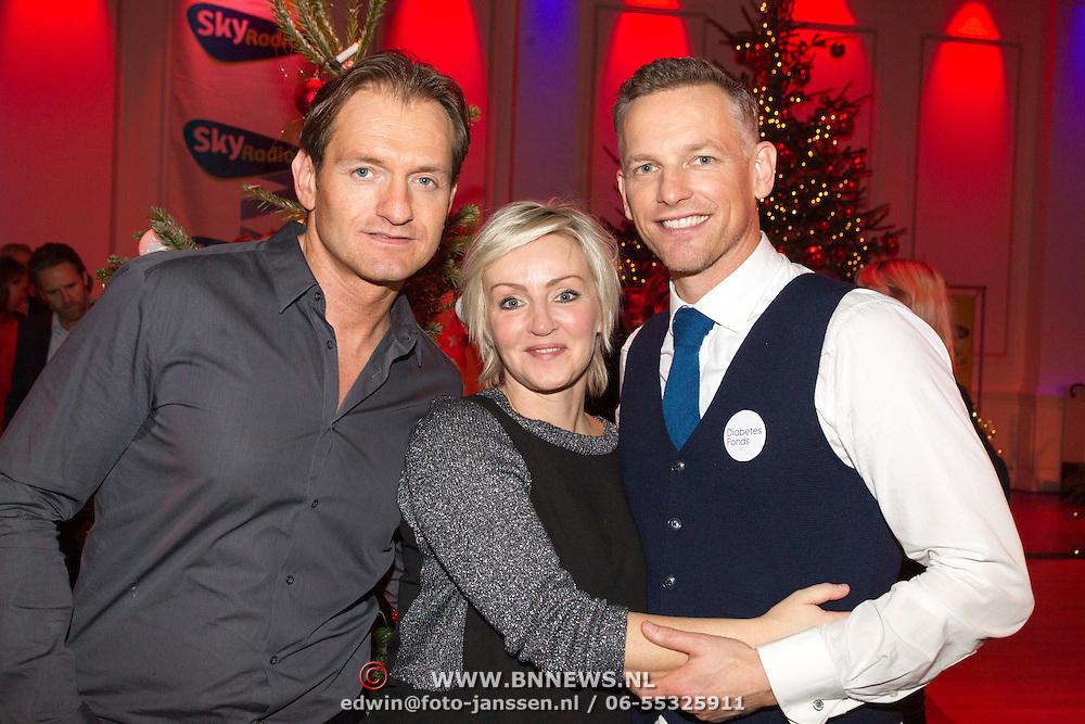 NLD/Hilversum/20151207- Sky Radio's Christmas Tree for Charity, Christian Loman met lone van Roosendaal en Barry Atsma
