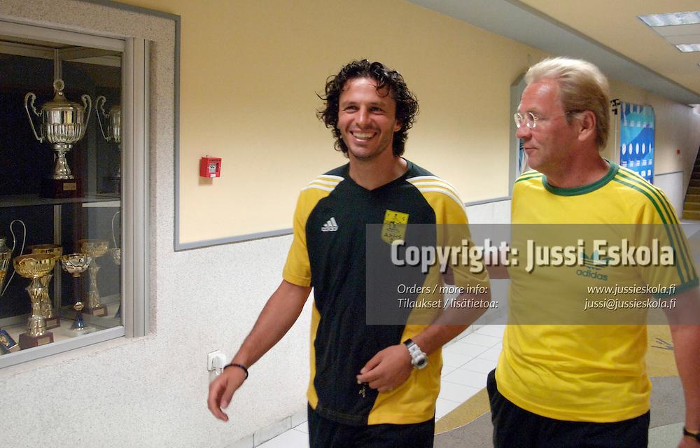 Martti Kuusela, Arisin valmentaja ja pelaaja Petros Passalis. Thessaloniki 16.8.2005.&amp;#xA;Photo: Jussi Eskola<br />