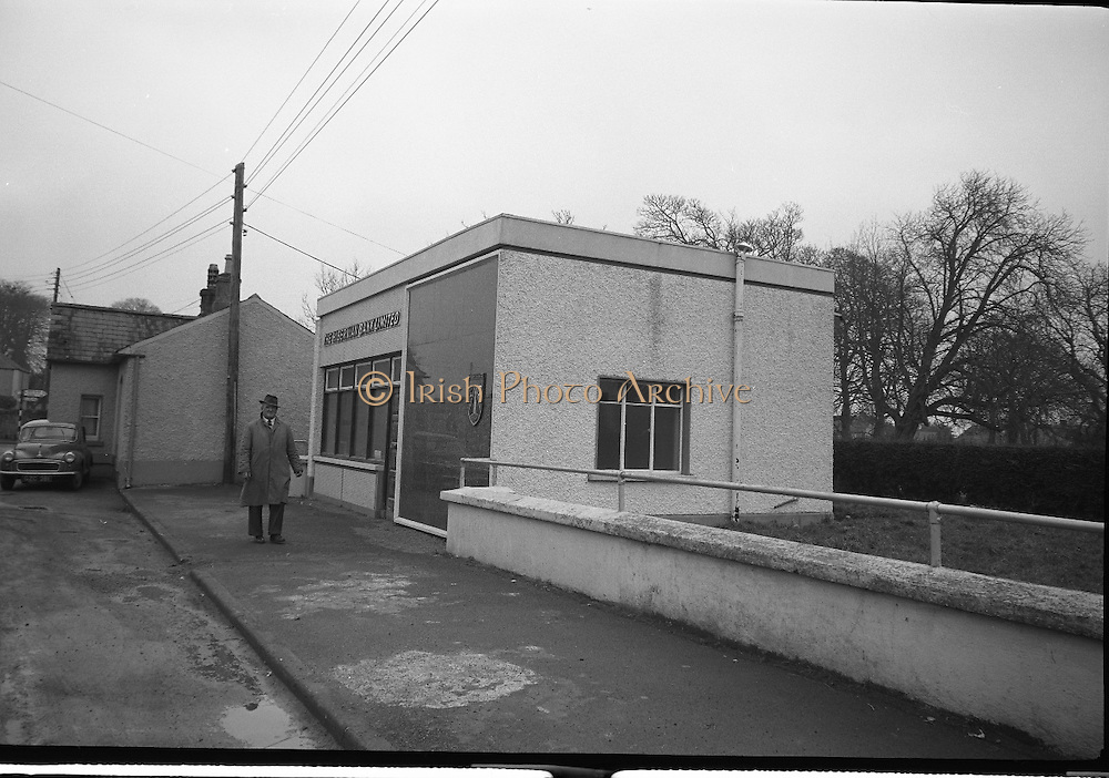 Hibernian Bank sub-office at Dunshaughlin..1965..13.03.1965..03.13.1965..13th March 1965..The Hibernian Bank sub-office at Dunshaughlin, Co. Meath was broken into lat night, it has not yet been determined how much money the raiders managed to escape with...Picture shows the sub-office of the Hibernian Bank in Dunshaughlin, Co Meath.
