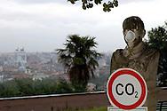 """Roma 5 Giugno 2008.  <br /> L' Associazione ambientalista  """"Terra""""  per protesta contro l'emissione di CO2, ha applicato  su 150 statue di Roma  mascherine antinquinamento e cartelli contro il CO2.<br /> Rome June 5, 2008.  <br /> Environmental association """"Earth"""" in protest against the emission of CO2, has applied to 150 statues of Rome anti-pollution masks and poster against the CO2."""