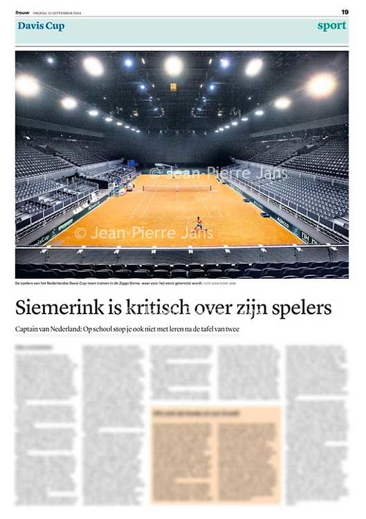 Tekst en beeld zijn auteursrechtelijk beschermd en het is dan ook verboden zonder toestemming van auteur, fotograaf en/of uitgever iets hiervan te publiceren <br /> <br /> Trouw 12 september 2014: Davis Cup in Ziggo Dome