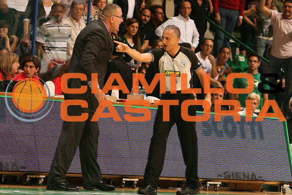 DESCRIZIONE : Siena Lega A1 2007-08 Playoff Finale Gara 1 Montepaschi Siena Lottomatica Virtus Roma <br /> GIOCATORE : Jasmin Repesa Carmelo Paternico<br /> SQUADRA : Lottomatica Virtus Roma<br /> EVENTO : Campionato Lega A1 2007-2008 <br /> GARA : Montepaschi Siena Lottomatica Virtus Roma <br /> DATA : 03/06/2008 <br /> CATEGORIA : Arbitro Referees AIAP<br /> SPORT : Pallacanestro <br /> AUTORE : Agenzia Ciamillo-Castoria/E.Castoria<br /> Galleria : Lega Basket A1 2007-2008 <br /> Fotonotizia : Siena Campionato Italiano Lega A1 2007-2008 Playoff Finale Gara 1 Montepaschi Siena Lottomatica Virtus Roma <br /> Predefinita :