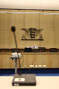 Mannheim. 01.03.17 | BILD- ID 117 |<br /> Unter hohe Sicherheitsvorkehrungen beginnt heute morgen am Landgericht der Prozess gegen einen 57-j&auml;hrigem Mann aus der T&uuml;rkei. Die Staatsanwaltschaft wirft ihm versuchten Mord vor. Er soll im Juni vergangenen Jahres in der Fahrlachstra&szlig;e f&uuml;nf Sch&uuml;sse auf einen Landsmann abgegeben haben. Die Hinterr&uuml;nde der Tat sind bisher weithin ungekl&auml;rt. Es k&ouml;nnten aber politische Interessen eine Rolle spielen. Der Mann auf den geschossen worden war, tritt bei dem Prozess als Nebenkl&auml;ger auf. Er soll ein Anh&auml;ner des t&uuml;rkischen Ministerpr&auml;sidenten Recep Tayyip Erdoğan sein. Der Angeklagte, so beschreibt es sein Verteidiger Stefan Alleier, geh&ouml;re keiner politischen Gruppierung an, er sei aber am Tattag nach Deutschland gereist, um einen Streit zwischen zerstrittenen Parteien zu schlichten. Geschossen habe sein Mandant erst dann, als er von seinem Gegen&uuml;ber angegriffen worden sei.<br /> Nach der Verlesung der Anklage durch die Staatsanwaltschaft, m&ouml;chte sich der Angeklagte mit einer ausf&uuml;hrlichen Erkl&auml;rung zum Tathergang &auml;u&szlig;ern. Der Beginn des Prozesses ist um 9 Uhr geplant.<br /> Bild: Markus Prosswitz 01MAR17 / masterpress (Bild ist honorarpflichtig - No Model Release!)