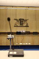 Mannheim. 01.03.17   BILD- ID 117  <br /> Unter hohe Sicherheitsvorkehrungen beginnt heute morgen am Landgericht der Prozess gegen einen 57-j&auml;hrigem Mann aus der T&uuml;rkei. Die Staatsanwaltschaft wirft ihm versuchten Mord vor. Er soll im Juni vergangenen Jahres in der Fahrlachstra&szlig;e f&uuml;nf Sch&uuml;sse auf einen Landsmann abgegeben haben. Die Hinterr&uuml;nde der Tat sind bisher weithin ungekl&auml;rt. Es k&ouml;nnten aber politische Interessen eine Rolle spielen. Der Mann auf den geschossen worden war, tritt bei dem Prozess als Nebenkl&auml;ger auf. Er soll ein Anh&auml;ner des t&uuml;rkischen Ministerpr&auml;sidenten Recep Tayyip Erdoğan sein. Der Angeklagte, so beschreibt es sein Verteidiger Stefan Alleier, geh&ouml;re keiner politischen Gruppierung an, er sei aber am Tattag nach Deutschland gereist, um einen Streit zwischen zerstrittenen Parteien zu schlichten. Geschossen habe sein Mandant erst dann, als er von seinem Gegen&uuml;ber angegriffen worden sei.<br /> Nach der Verlesung der Anklage durch die Staatsanwaltschaft, m&ouml;chte sich der Angeklagte mit einer ausf&uuml;hrlichen Erkl&auml;rung zum Tathergang &auml;u&szlig;ern. Der Beginn des Prozesses ist um 9 Uhr geplant.<br /> Bild: Markus Prosswitz 01MAR17 / masterpress (Bild ist honorarpflichtig - No Model Release!)