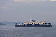 Nederland, Amsterdam, 20151028<br /> Zicht op het Noordzeekanaal bij Hembrug. De pont vaart in de vroege ochtend. Pont 8 van het GVB<br /> <br /> <br /> Netherlands, Amsterdam, 20151028<br /> View of the North Sea at Hembrug. The ferry sails in the early morning. Pont 8 of the GVB
