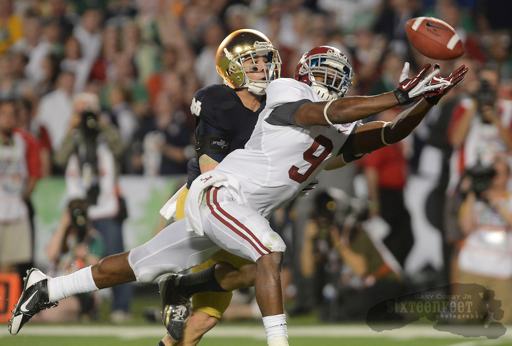 Daily Photo by Gary Cosby Jr.   Alabama wide receiver Amari Cooper (9) stretches out for a long pass in the end zone the fell incomplete during the second half of the BCS National Championship Game in Sun Life Stadium Monday, January 7, 2013.
