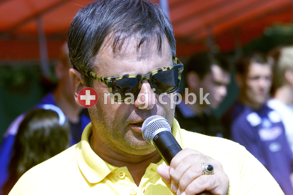 6 Aug 2000: Flavio Bomio of Switzerland talkes to the athletes during the Swiss Summer National Swimming Championships, Vevey, Switzerland. (Photo by Patrick B. Kraemer/MAGICPBK)