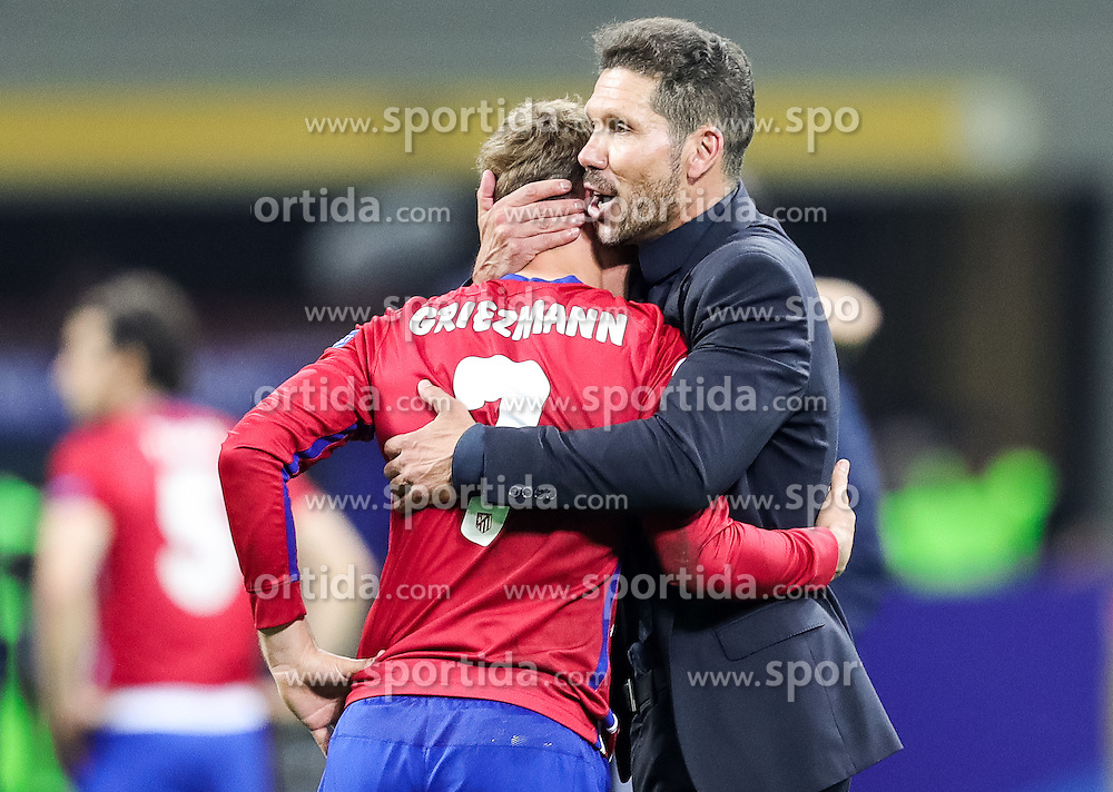 Antoine Griezmann of Atlético and Diego Simeone, head coach of Atlético dejected after the football match between Real Madrid (ESP) and Atlético de Madrid (ESP) in Final of UEFA Champions League 2016, on May 28, 2016 in San Siro Stadium, Milan, Italy. Photo by Vid Ponikvar / Sportida