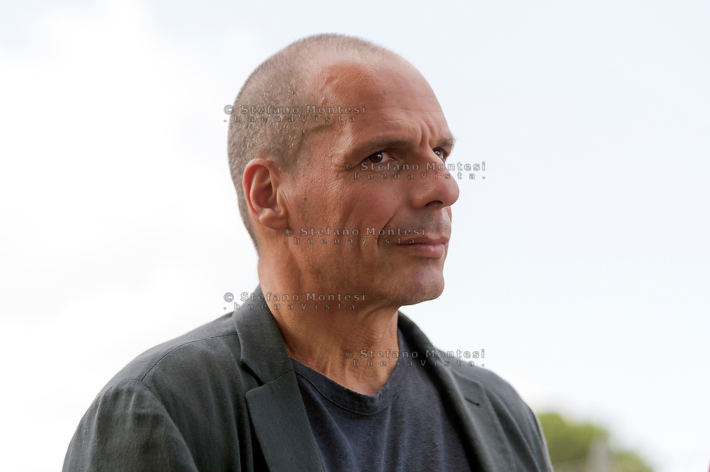 ROME, ITALY - JUNE 12: Yanis Varoufakis, former Greek Minister of Finance and leader of the European political movement DiEM25 during the press conference at the Baobab Experience humanitarian garrison for migrant to present the DiEM25 proposal on the management of migration flows in Italy and Europe alternative to Minister Salvini's policies on June 12, 2018 in Rome, Italy. A humanist and concrete alternative that the political movement will bring across the continent by standing in the 2019 European elections on June 12, 2018 in Rome, Italy. (Photo by Stefano Montesi - Corbis/Getty Images)*** Local Caption ***Yanis Varoufakis ROME, ITALY - JUNE 12: Yanis Varoufakis, former Greek Minister of Finance and leader of the European political movement DiEM25 during the press conference at the Baobab Experience humanitarian garrison for migrants to present the DiEM25 proposal on the management of migration flows in Italy and Europe alternative to Minister Salvini's policies on June 12, 2018 in Rome, Italy.