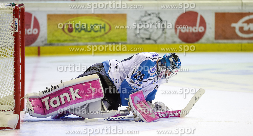 16.10.2015, Messestadion, Dornbirn, AUT, EBEL, Dornbirner Eishockey Club vs EHC Liwest Black Wings Linz, 12. Runde, im Bild Michael Ouzas , (EHC Liwest Black Wings Linz, #29)// during the Erste Bank Icehockey League 12th round match between Dornbirner Eishockey Club and EHC Liwest Black Wings Linz ers at the Messestadion in Dornbirn, Austria on 2015/10/16, EXPA Pictures © 2015, PhotoCredit: EXPA/ Peter Rinderer
