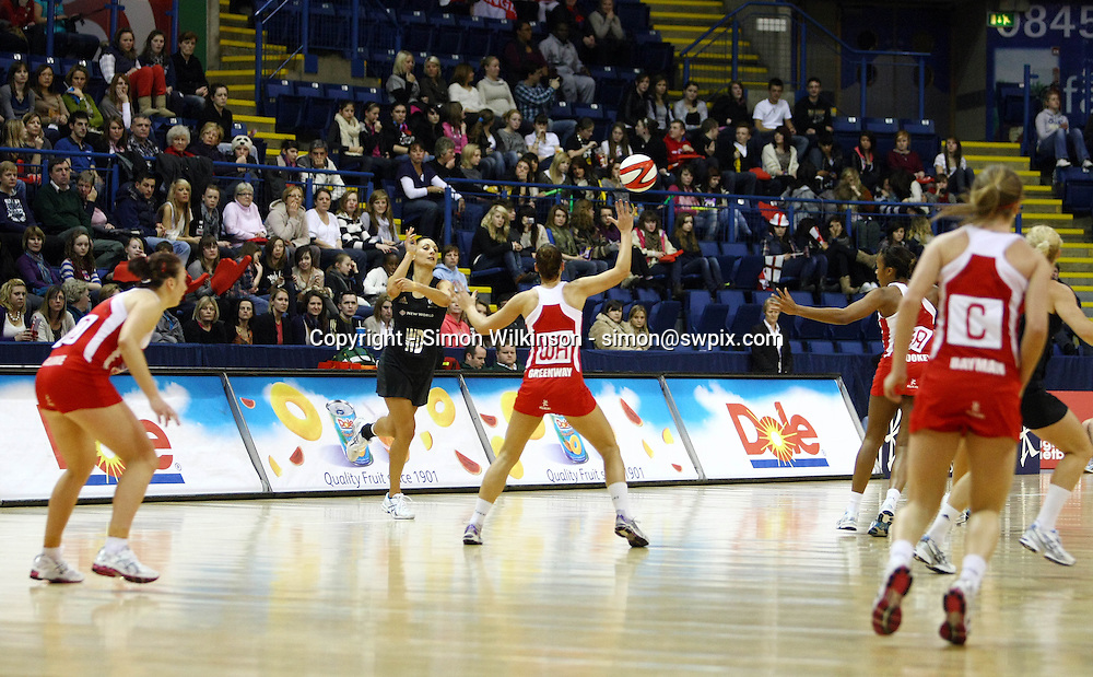 PICTURE BY VAUGHN RIDLEY/SWPIX.COM...Netball - International Netball Series - England v New Zealand - Capital FM Arena, Nottingham, England - 17/01/11...New Zealand's Joline Henry passes.