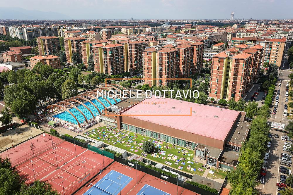 Torino, piscina scoperta Sisport nel quartiere di Mirafiori.<br /> Estate in citt&agrave;, le piscine sono &quot;Oasi urbane&quot;