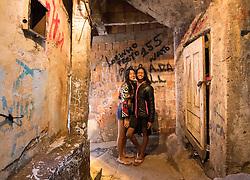 02.08.2016, Favela Rocinha, Rio de Janeiro, BRA, Rio 2016, Olympische Sommerspiele, Vorberichte, im Bild 2 Mädchen posieren für ein Foto in einer gasse // two girls poses for Phto on streets during preparation for the Rio 2016 Olympic Summer Games at the Favela Rocinha in Rio de Janeiro, Brazil on 2016/08/02. EXPA Pictures © 2016, PhotoCredit: EXPA/ Johann Groder
