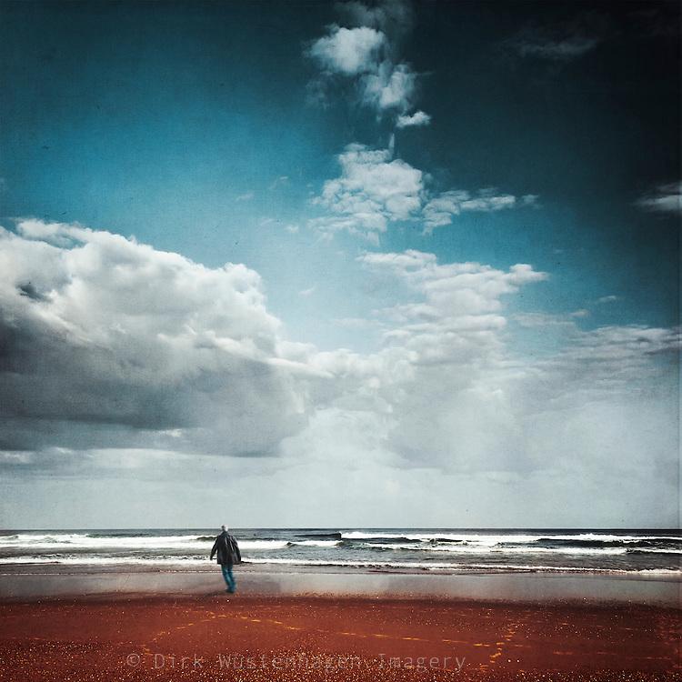 Wanderer am Strand, texturiere Fotografie, Contis-Plage, Frankreich