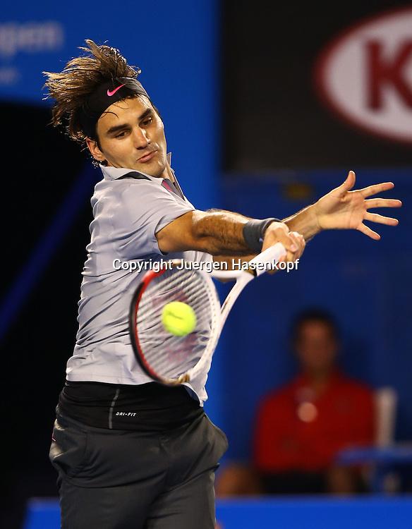 Australian Open 2013, Melbourne Park,ITF Grand Slam Tennis Tournament , Roger Federer(SUIL),Aktion,Einzelbild,Halbkoerper,Hochformat,
