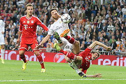 23.04.2014, Estadio Santiago Bernabeu, Madrid, ESP, UEFA CL, Real Madrid vs FC Bayern Muenchen, Halbfinale, Hinspiel, im Bild l-r: Mario Goetze #19 (FC Bayern Muenchen), im Zweikampf, Aktion, mit Xabi Alonso #14 (Real Madrid) und Thomas Mueller #25 (FC Bayern Muenchen), der nach dieser Szene einen Elfmeter fordert. Foul // during the UEFA Champions League Round of 4, 1st Leg Match between Real Madrid vs FC Bayern Munich at the Estadio Santiago Bernabeu in Madrid, Spain on 2014/04/23. EXPA Pictures © 2014, PhotoCredit: EXPA/ Eibner-Pressefoto/ Kolbert<br /> <br /> *****ATTENTION - OUT of GER*****