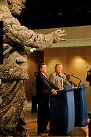 06 SEP 1999, BERLIN/GERMANY:<br /> Gerhard Schröder, SPD, Parteivorsitzender und Bundeskanzler, und Dieter Schulte, Vorsitzender des Deutschen Gewerkschaftsbundes, DGB, während einer Pressekonferenz nach der Sitzung des Gewerkschaftsrates der SPD, Willi-Brand-Haus<br /> IMAGE: 19990906-03/01-34<br /> KEYWORDS: Gerhard Schroeder