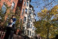 """9 Novembre, 2008. Brooklyn, New York.<br /> <br /> Padre e figlio passeggiano nella Union Street a Park Slope, Brooklyn, NY, una delle vie più famose del quartiere. Park Slope, spesso definito dai newyorkesi come """"The Slope"""", è un quartiere nella zona ovest di Brooklyn, New York, e confinante con Prospect Park.  Park Slope è un quartiere benestante che ha il maggior numero di nascite, la qualità della vita più alta e principalmente abitato da una classe media di razza bianca. Per questi motivi molte giovani coppie e famiglie decidono di trasferirsi dalle altre municipalità di New York a Park Slope. Dal punto di vista architettonico, il quartiere è caratterizzato dai brownstones, un tipo di costruzione molto frequente a New York, e da Prospect Park.<br /> <br /> ©2008 Gianni Cipriano for The New York Times<br /> cell. +1 646 465 2168 (USA)<br /> cell. +1 328 567 7923 (Italy)<br /> gianni@giannicipriano.com<br /> www.giannicipriano.com"""