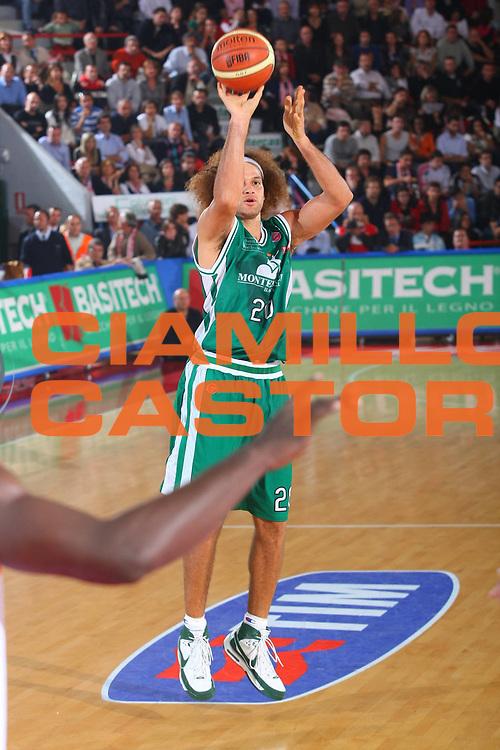 DESCRIZIONE : Teramo Lega A1 2008-09 Bancatercas Teramo Montepaschi Siena<br /> GIOCATORE : Shaun Stonerook<br /> SQUADRA : Montepaschi Siena<br /> EVENTO : Campionato Lega A1 2008-2009 <br /> GARA : Bancatercas teramo Montepaschi Siena<br /> DATA : 26/10/2008 <br /> CATEGORIA : tiro <br /> SPORT : Pallacanestro <br /> AUTORE : Agenzia Ciamillo-Castoria/G.Ciamillo
