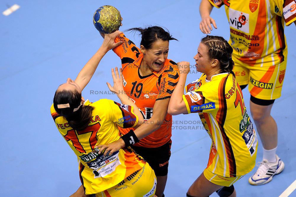 18-10-2009 HANDBAL: NEDERLAND - MACEDONIE: ROTTERDAM<br /> Nederland speelt met 20-20 gelijk tegen Macedonie / Pearl van der Wissel<br /> &copy;2009-WWW.FOTOHOOGENDOORN.NL