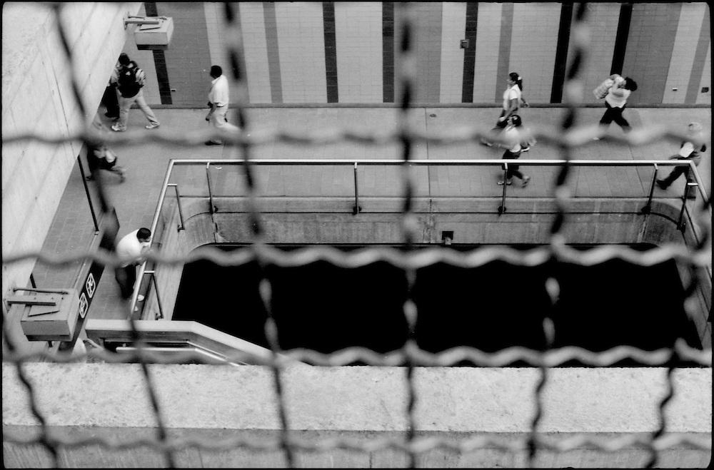 MISCEL&Aacute;NEAS<br /> Photography by Aaron Sosa<br /> Estacion del Metro Miranda<br /> (Antigua estacion Parque del Este)<br /> Caracas - Venezuela 2009<br /> (Copyright &copy; Aaron Sosa)