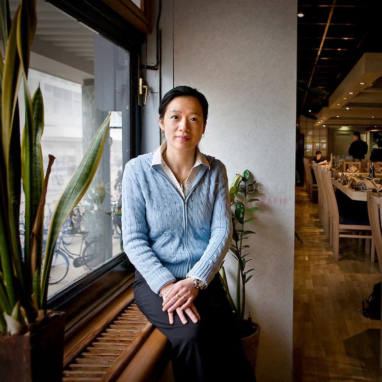 groningen 12/2/2008. Kelly Chen in japans restaurant Fujiyama aan de grote markt / ebbingestraat. foto: Pepijn van den Broeke.