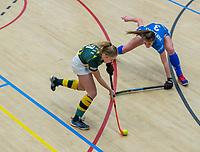 AMSTERDAM  - Mascha Sterk (hdm) met Jutta van Crevel (Kampong)  tijdens het starttoernooi zaalhockey in Sporthallen Zuid.    COPYRIGHT KOEN SUYK