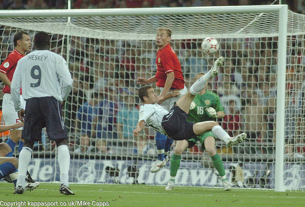 ENGLANDS JOE COLE TRIWS A SCISSOR KICK ON GOAL, England-Russia, UEFA Euro 2008 Qualifier, Wembley 12/9/07