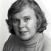 NLD/Huizen/19911114 - Annemieke Visscher-Fijnvandraat PVDA raadslid gemeenteraad Huizen