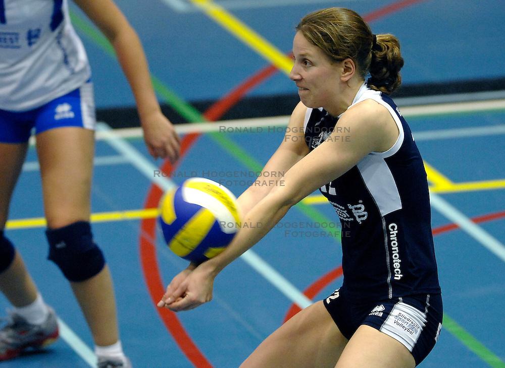 15-11-2007 VOLLEYBAL: DELA MARTINUS - SLIEDRECHT SPORT: AMSTELVEEN<br /> Martinus wint met 3-0 / Meike Martijn<br /> &copy;2007-WWW.FOTOHOOGENDOORN.NL