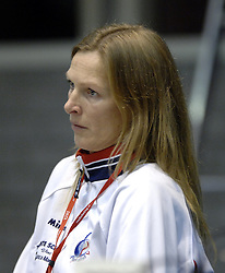 14-12-2006 VOLLEYBAL: DELA MARTINUS - VINO MONTESCHIAVO JESI: AMSTELVEEN<br /> Martinus verloor in vier sets, maar is nog steeds kansrijk om de eerste ronde van deze Europese topcompetitie te overleven (22-25, 17-25, 25-22, 22-25) / Francien Huurman en Henriette Weersing<br /> ©2006: FOTOGRAFIE RONALD HOOGENDOORN