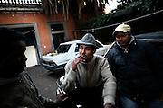 ROMA. NEL CUORE DELLA CITTA' DI ROMA A POCHI PASSI DALLA STORICA PORTA PIA IN UN QUARTIERE TRA SEDI DIPLOMATICHE E RESIDENZE MILIONARIE VIVONO IN CONDIZIONI DI TOTALE EMERGENZA UMANITARIA 140 PERSONE DI NAZIONALITA' SOMALA ALLE QUALI LO STATO ITALIANO HA RICONOSCIUTO UNA FORMA DI PROTEZIONE INTERNAZIONALE. IL LORO DORMITORIO E' NELLA PALAZZINA DELL'EX AMBASCIATA SOMALA IN VIA DEI VILLINI 9 DOVE VIVONO SENZA ACQUA POTABILE SENZA RISCALDAMENTO SENZA ELETTRICITA' TRA TOPI E SPORCIZIA.