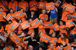 29-12-2013 VOLLEYBAL: DELA TROPHY NEDERLAND - FRANKRIJK: DEN BOSCH<br /> Nederland verliest de eerste wedstrijd met 3-0 van Frankrijk / Oranje support massaal achter Oranje, publiek, support<br /> &copy;2013-FotoHoogendoorn.nl