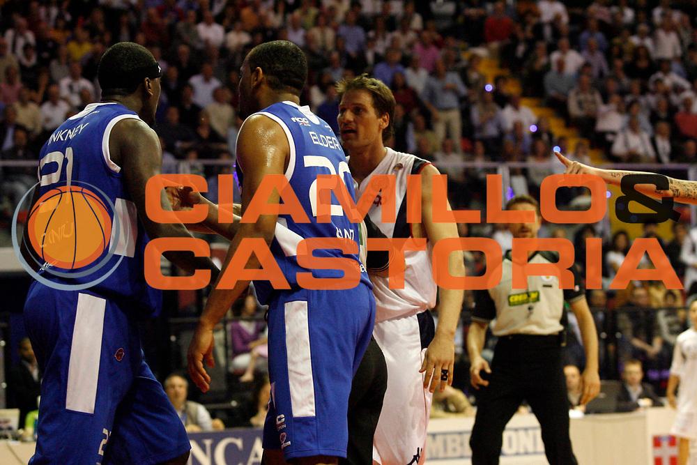 DESCRIZIONE : Biella Lega A1 2008-09 Angelico Biella NGC Cantu<br /> GIOCATORE : Kevinn Pinkney Goran Jurak<br /> SQUADRA : NGC Cantu Angelico Biella<br /> EVENTO : Campionato Lega A1 2008-2009 <br /> GARA : Angelico Biella NGC Cantu  <br /> DATA : 05/04/2009 <br /> CATEGORIA : Curiosita<br /> SPORT : Pallacanestro <br /> AUTORE : Agenzia Ciamillo-Castoria/E.Pozzo