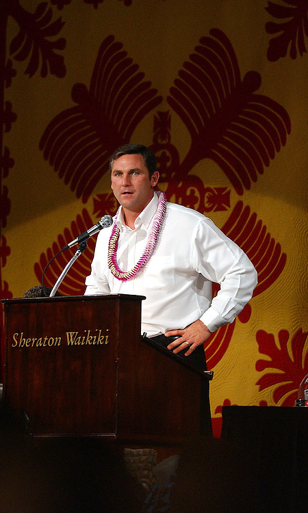 ESPN broadcaster and former New England Patriots running back Craig James speaks to members of the Nevada a Central Florida football teams Thursday, Dec. 22, 2005 during the annual kick-off banquet before Saturday's Sheraton Hawaii Bowl.<br />